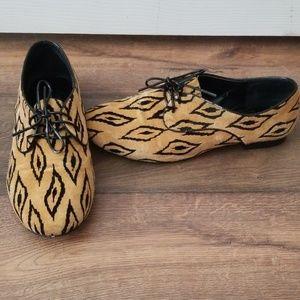 BCBGeneration unique pattern shoes